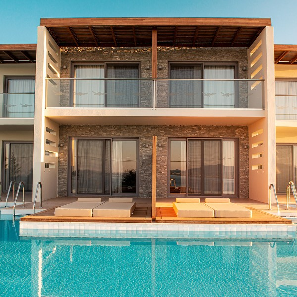 10-bungalow-beach-front-sharing-pool
